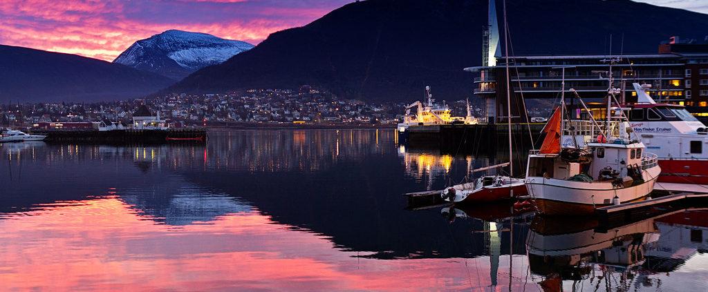 Tromso w świetle zachodzącego słońca