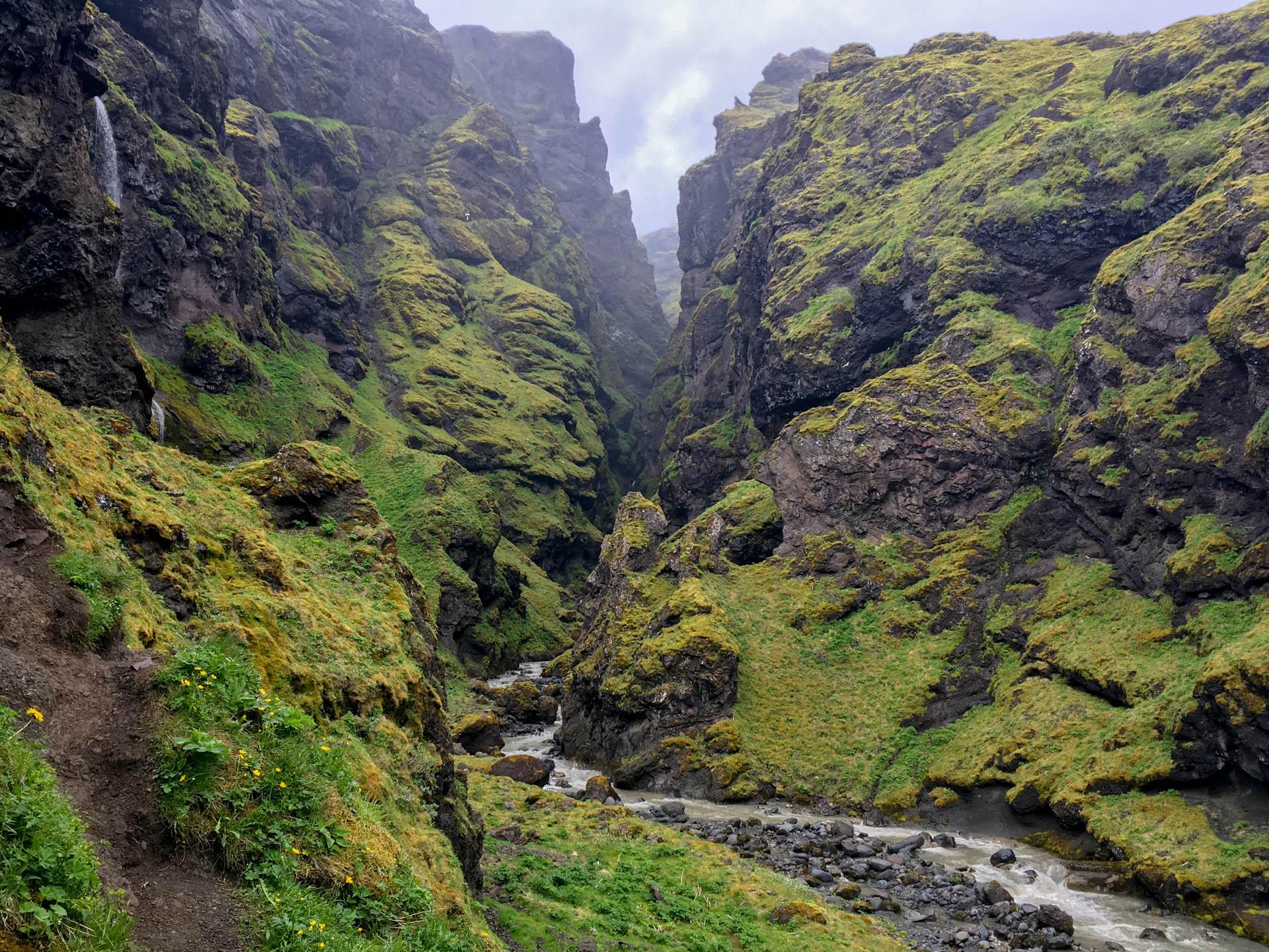Kanion kawałek za basenem Seljavallalaug