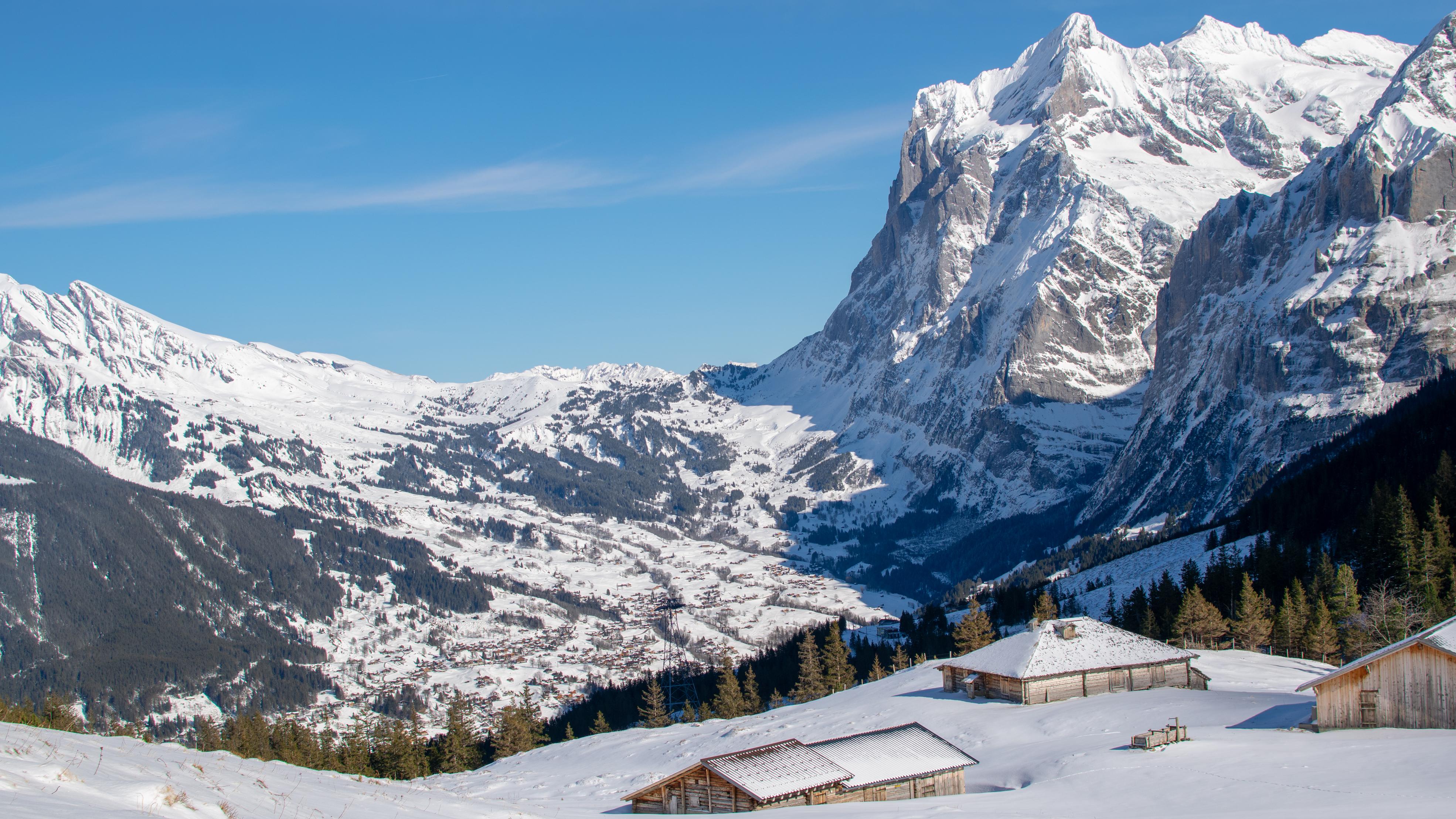 Widok na Grindelwald z przełęczy Kleine Scheidegg