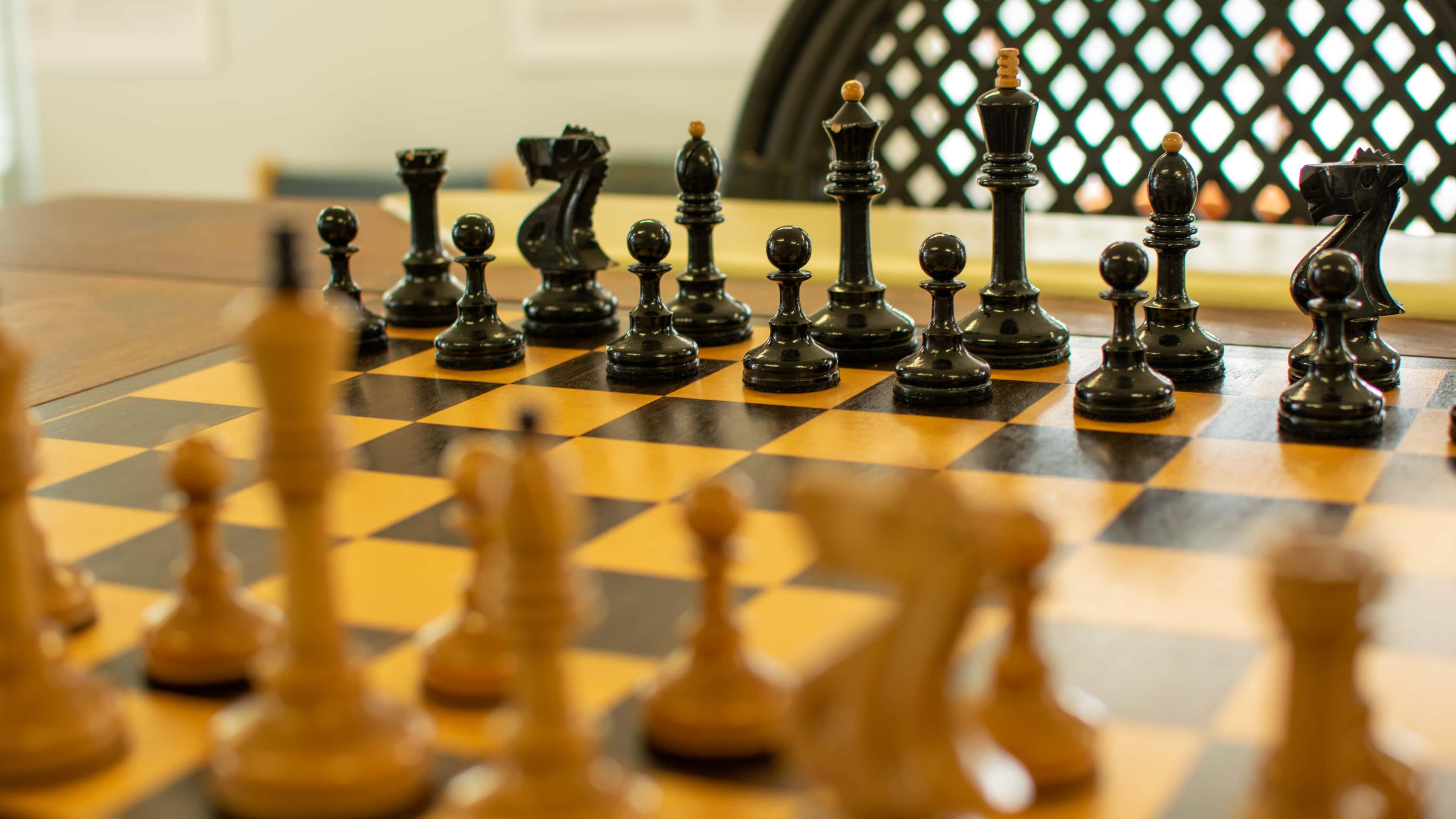 Bobby Fischer. Komplet szachów i stół z mistrzowskiego pojedynku z 1972
